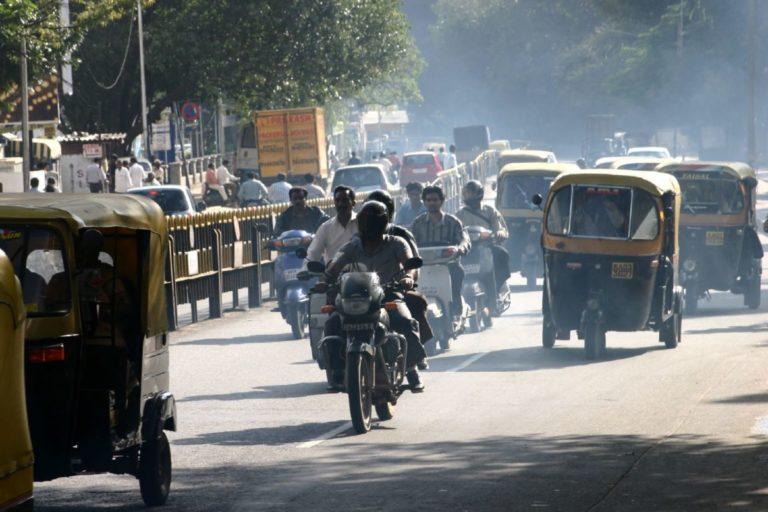 यातायात की वजह से बैंगलुरु शहर का प्रदूषण बढ़ रहा है। फोटो- जिम ड्रिसकोल फ्लिकर