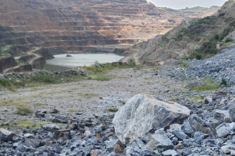 झामरकोटरा के खदान से वहां का जल भी प्फोरदूषित हो रहा है।टो- सोहैल खान