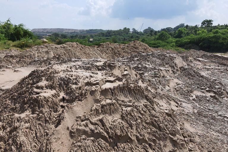 झामरकोटरा खदान के पत्थर खनन के बाद इस तरह दिखते हैं। फोटो- सोहैल खान