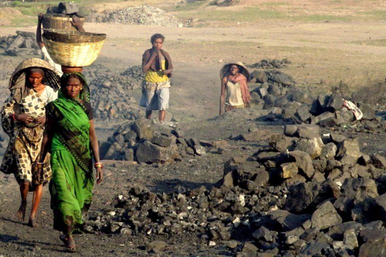 कोयला खदानों पर धनबाद जैसे शहर की अर्थव्यवस्था आधारित है। फोटो- आई फॉरेस्ट