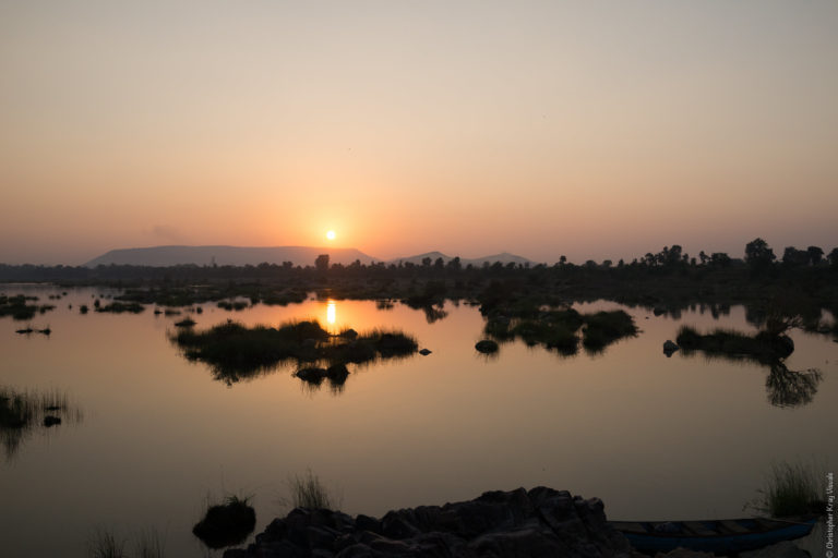 सूर्यास्त के समय केन नदी का दृष्य। केन-बेतबा लिंक परियोजना के दूसरे चरण में 40 मीटर ऊंचा और 2,218 मीटर लंबा बांध प्रस्तावित है। फोटो- क्रिस्टोफर क्रे/फ्लिकर