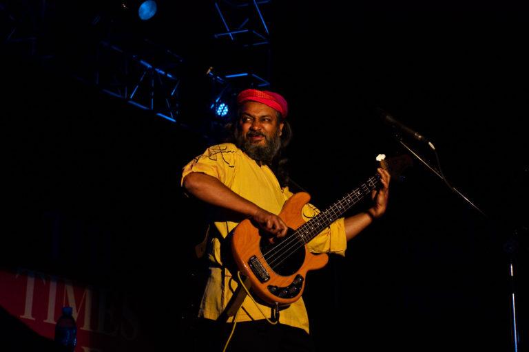पुणे में इंडियन ओशियन बैंड के साथ प्रस्तुति देते राहुल राम। फोटो- कुशल दास/फ्लिकर