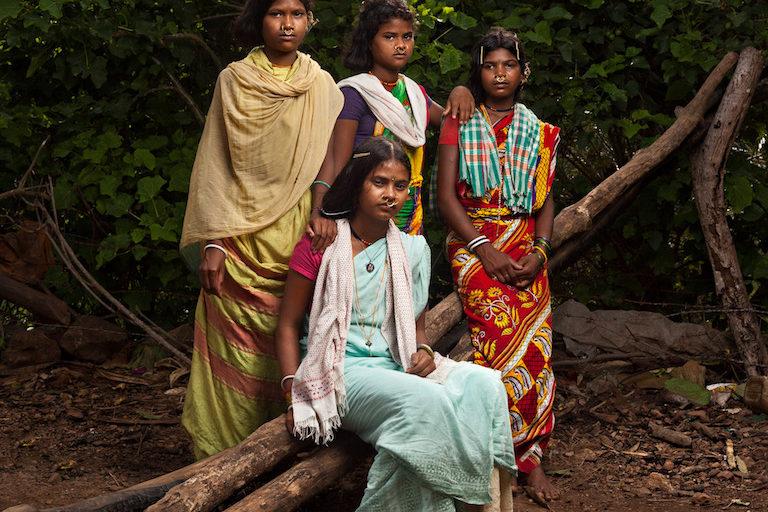 18 वर्षीय लक्ष्मी अपने दोस्तों के साथ। तस्वीर- इंद्रजीत राजखोवा