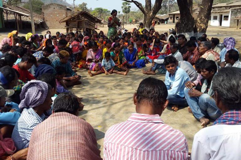 पेसा कानून के तहत ग्राम सभा को भूमि अधिग्रहण, पुनर्वास और विस्थापित व्यक्तियों के पुनर्वास में अनिवार्य परामर्श का अधिकार दिया गया है।