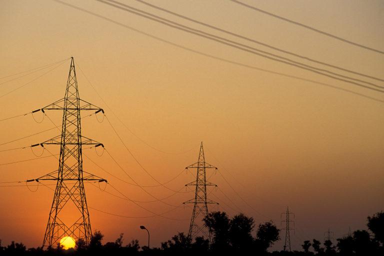 भारत में अक्षय ऊर्जा को बढ़ावा मिल रहा है। वर्ष 2019-20 में अक्षय ऊर्जा के स्रोतों का विकास 9.12% रहा जबकि पारंपरिक ऊर्जा के स्रोतों का विकास महज 0.12% रहा। तस्वीर- विश्व बैंक/कर्ट कार्नेक/फ्लिकर