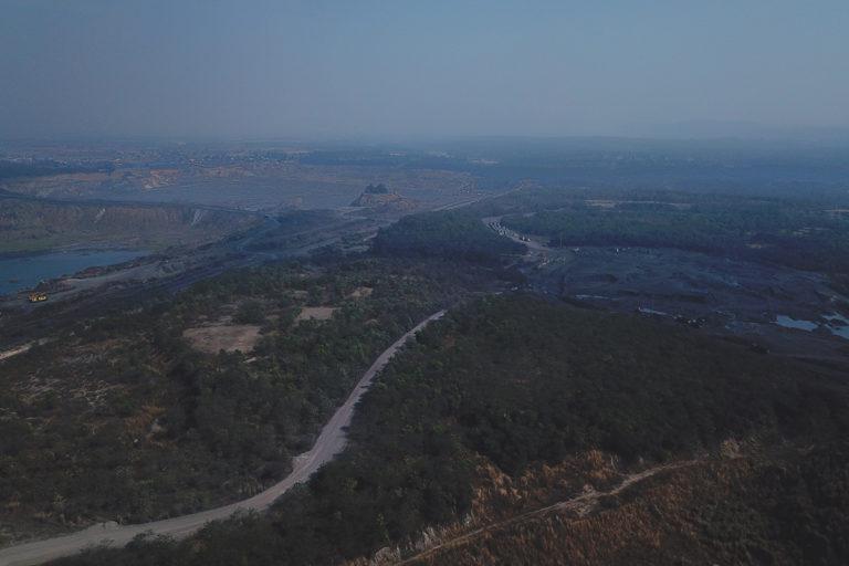 झारखंड में कोयला खदान से तहस-नहस हुई जमीन को वापस संवारने की कोशिश