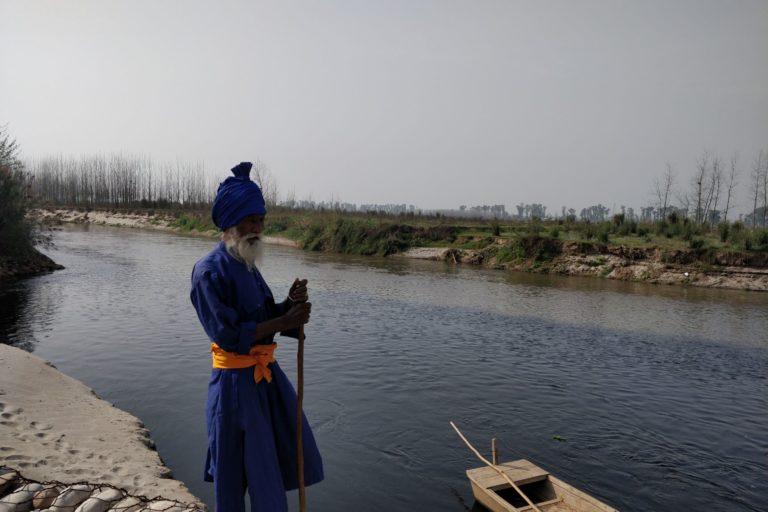 यह है लुधियाना का मानेवाल गांव जहां सतलज नदी में बुड्ढा नाला मिलता है। इस स्थान पर पानी के दो अलग-अलग रंग दिखते हैं। तस्वीर- विवेक गुप्ता
