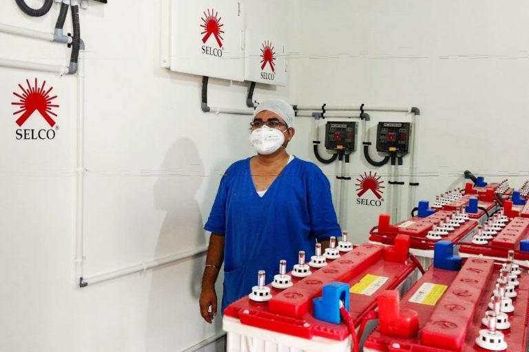 डॉक्टर्स फॉर यू संस्था की साझीदारी से संचालित विस्टैक्स हॉस्पीटल ने ऊर्जा की जरूरतों को अक्षय ऊर्जा के माध्यम से पूरा किया। इस अस्पताल की ऊर्जा संबंधी जरूरतों का 60 फीसदी हिस्सा सौर ऊर्जा से पूरा होता है। तस्वीर- पुष्यमित्र