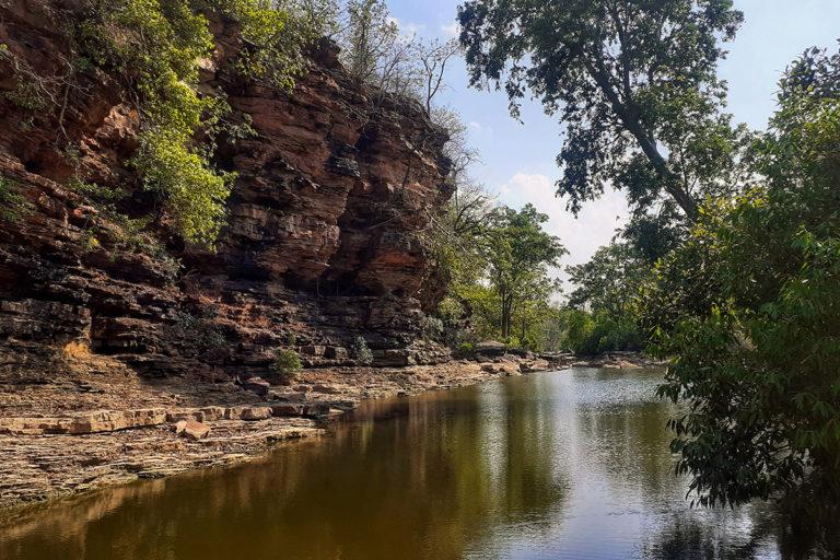 बकस्वाहा के इमलीघाट इलाके में यह प्राकृतिक नाला बहता है। इसके ऊपर बांध बनाकर इसके पानी का उपयोग खदान में किया जाएगा। तस्वीर- अमन तिवारी