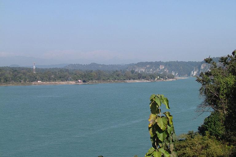 गंडक नदी पर जहाज चलाने का प्रस्ताव है। मानसून के अलाना नदी में पानी अमूमन कम ही रहता है जिससे इस प्रस्ताव पर सवाल खड़े हो रहे हैं। तस्वीर- समीर कुमार सिन्हा