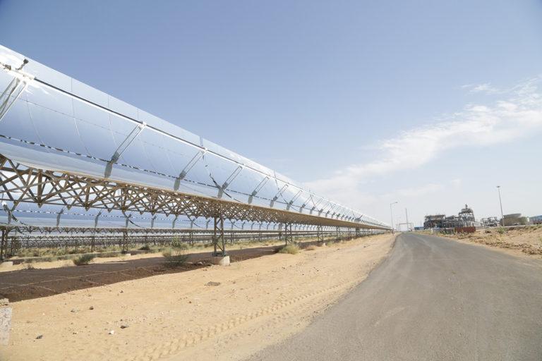 नीतियों में अनिश्चितता से जा सकती है भारत के सौर ऊर्जा क्षेत्र की चमक