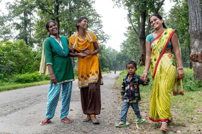 आसपास के गांव की दूसरी महिलाएं भी इनसे प्रेरणा लेकर फॉरेस्ट गाइड बनने की इच्छा रखती हैं। तस्वीर- देवज्योति बैनर्जी