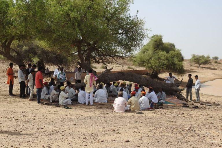 पावर कंपनियों के खिलाफ और ओरण को बचाने के लिए सांवता, भीमसर, दवाड़ा, रासला, अचला और आसपास 10-12 गांव के लोग आंदोलित हैं। तस्वीर- सुमेर सिंह भाटी
