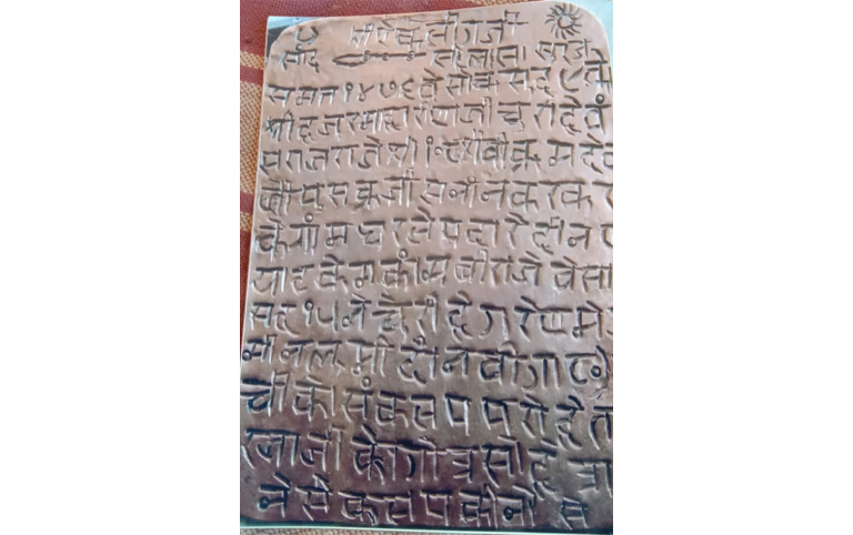देगराय ओरण का इतिहास 602 साल पुराना है। उस वक्त के ताम्रपत्र के अनुसार संवत 1476 यानी साल 1419 में जैसलमेर के राजा विक्रमदेव अजमेर के पुष्कर में स्नान करने आए। तस्वीर- सुमेर सिंह भाटी