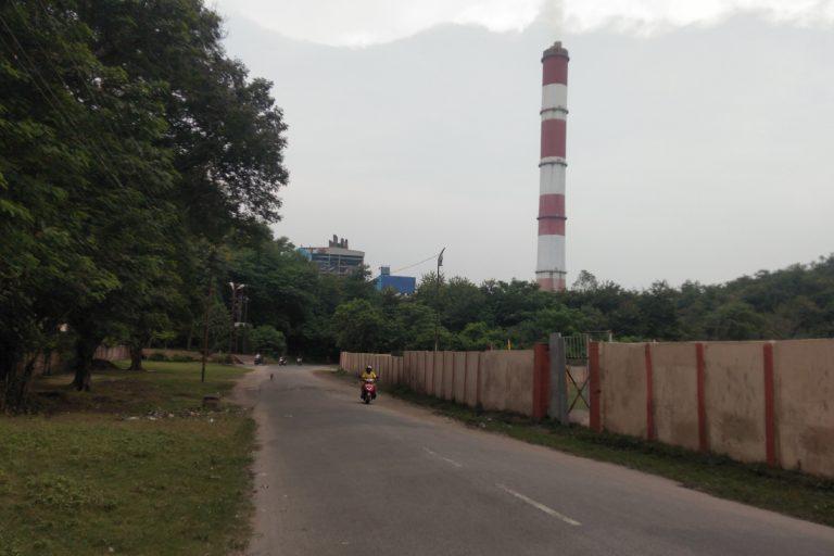 चंद्रपुरा स्थित ताप विद्युत संयंत्र। दामोदर घाटी क्षेत्र में सात ताप विद्युत संयंत्र (थर्मल पावर प्लांट) व दो जल विद्युत सयंत्र हैं। तस्वीर- राहुल सिंह