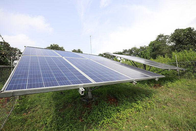 झारखंड में जोहार योजना के तहत उच्च क्षमता वाले सोलर पंप जिसमें 5 से 7.5 हॉर्स पावर (एचपी) क्षमता वाले सोलर पंप दिए जा रहे हैं। तस्वीर- श्रीकांत चौधरी