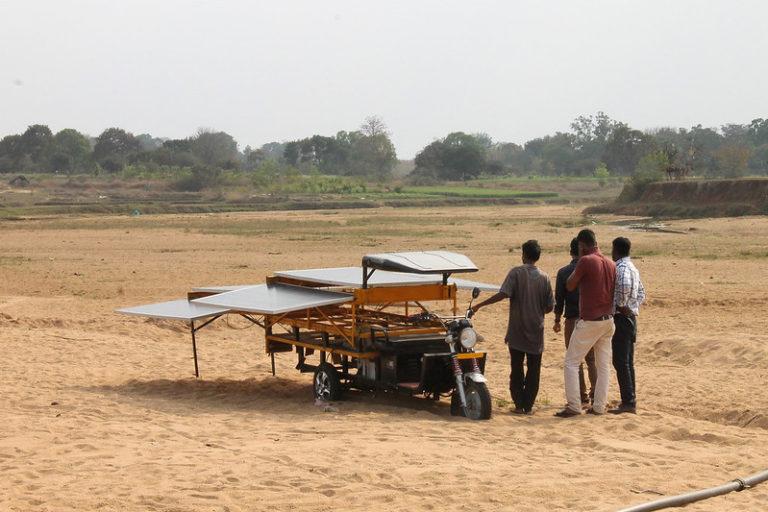 झारखंड का एक चलंत सोलर पंप। तस्वीर- साक्षी सैनी/सीसीएएफएस/फ्लिकर